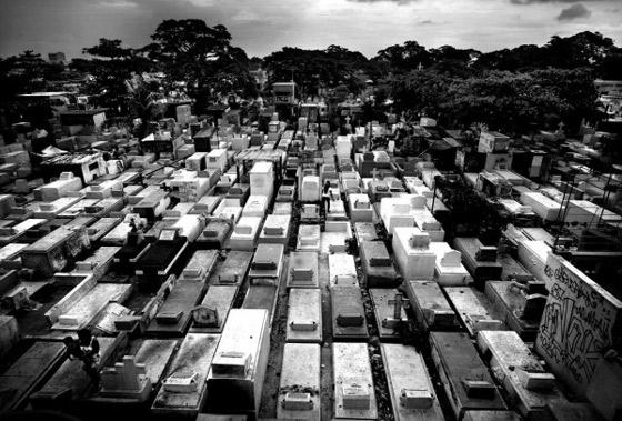 viviendo en cementerio