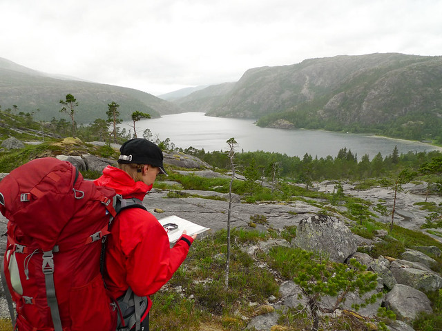 Med kart og kompass mot Lakselvvatnet