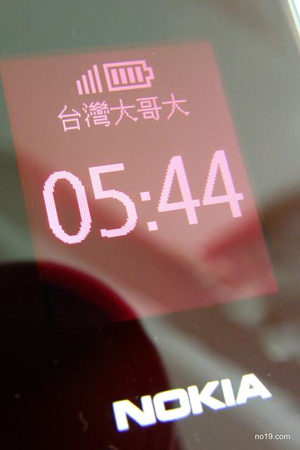 NOKIA 2720 外螢幕 - P8053015