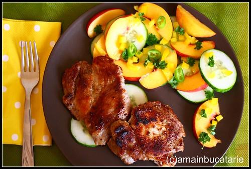 Articole culinare : Friptura de porc cu salata de castraveti si nectarine