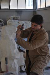 La vignaiola di Michael Austin Latka istallata tra i filari di Brunello in occasione del Premio Casato Prime Donne a Montalcino (Siena)