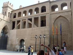 La entrada del Palacio de la Aljafera (ffuentes) Tags: espaa zaragoza aragn aljafera