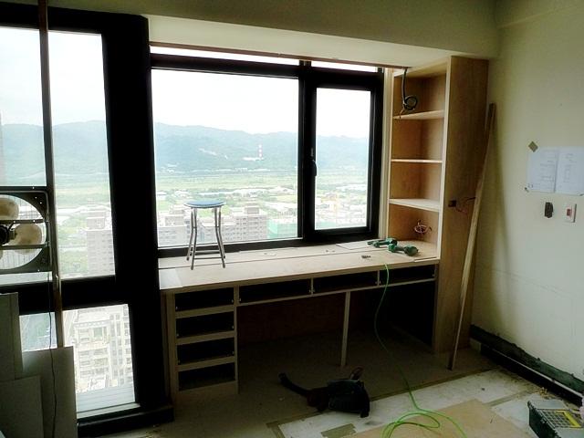 主臥書桌及書櫃