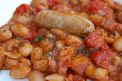 borlottibonen met worstjes en tomatensaus