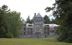 Yaddo   Gardens   -   Yaddo    Mansion (dennieorson) Tags: ny gardens saratogasprings restoration stainedglasswindows unionave yaddogardens spencertrask georgefosterpeabody katrinatrask famouswriters tiffanystudio artistsretreat yaddomansion williamhalseywood originalfurnishings jacobusbarhyte tudorlikecastle corpofyaddo