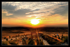 Tierra de Campos. (Edu Lombraa) Tags: sunset espaa paisajes sun luz sol landscapes spain sony paisaje puestadesol mirador lu palencia castillaylen tierradecampos flickraward sonydslra200k fotografajoven