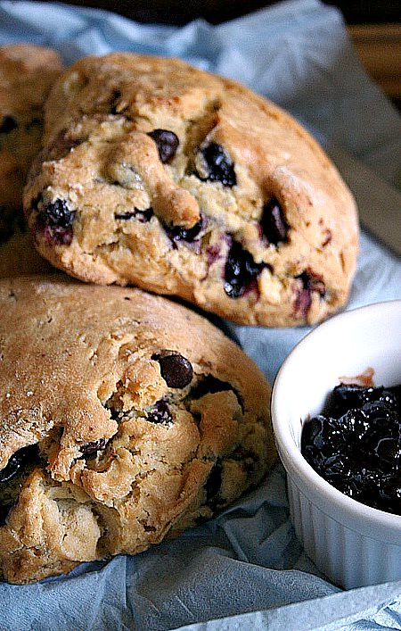 Black currant & chocolate chips Scones