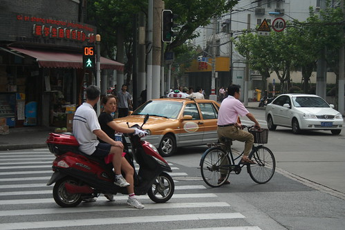 2010-08-29 - Shanghai - 08 - Scooter with passenger