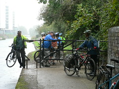 Rushing to get under the bridge and out of the downpour (Kingston Cycling Campaign) Tags: rain bike canal cyclist union grand kingstoncyclingcampaign