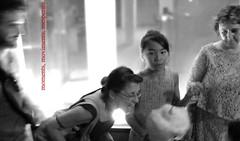 moments, moviments, inesperats (josep pesoj) Tags: moments amics carrers nit ombres llums moviments aparadors inesperats