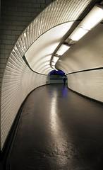 Couloir de métro parisien / Corridor in Paris's subway