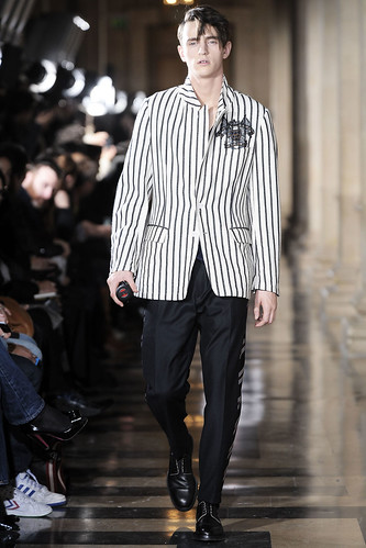 Alex Dunstan3057_FW10_Paris_Dries Van Noten(VOGUEcom)