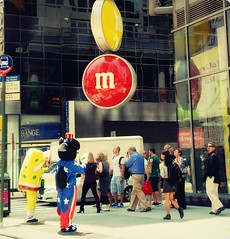 M&M's (FedeSK8) Tags: street new york city people mouse strada bob mikey m persone spongebob ms sponge fedesk8