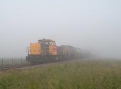 Loppersum - 29 juni 2010 (Kars Cleveringa) Tags: mist train zug db cargo loc trein loppersum railion schenker 6400 locomotief 6416 goederentrein dbsrn