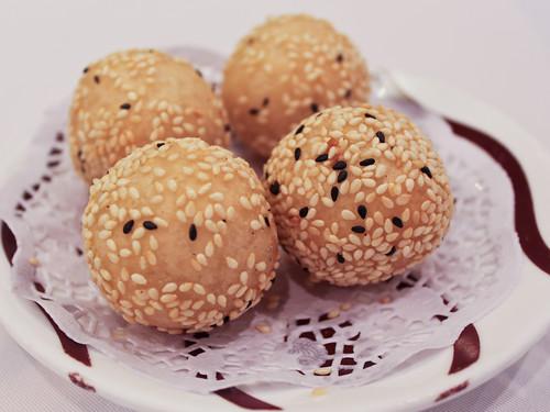 Sesame balls (稻香超級漁港)