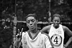 dos pesos por un alfajor me parece un afano (quino para los amigos) Tags: nyc 2 two ny newyork black referee basket nike v dos pro africanamerican blackie nuevayork preocupacin dsc0080 invasionextraterrestre