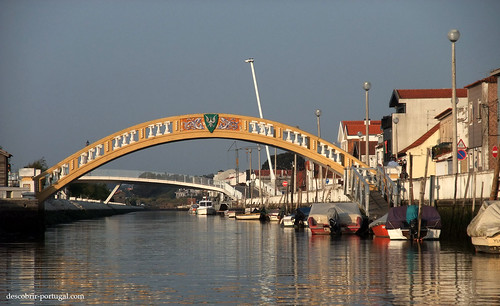Carcavelos bridge on the Canal of São Roque
