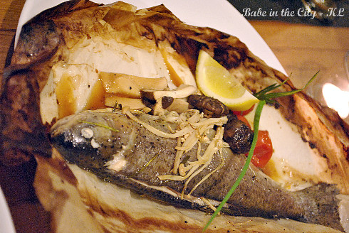 Rainbow Trout in Lime Leaf and Steam Rice (RM28)