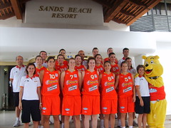 BUDDY Y LA SELECCION ESPAOLA DE BALONCESTO FEMENINO U20 EN SANDS BEACH (Sands Beach Lanzarote) Tags: en france beach turkey de basket russia internacional lanzarote seleccin francia u20 torneo baloncesto rusia femenino teguise espaola turkia sands