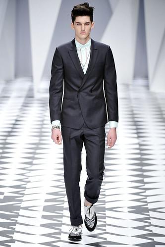 SS11_Milan_Versace0001_Pat Shaw(VOGUE.com)