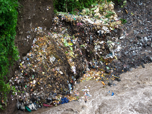 Quetzaltenango 19 - Rubbish dumped into the river at El Palmar Viejo