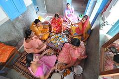 lunch at sayar masi's (Shreyans Bhansali) Tags: family food india colors lunch women sitting floor cousins indian mother plate sharing aunts rajasthan manju jodhpur saris sankhla bhansali