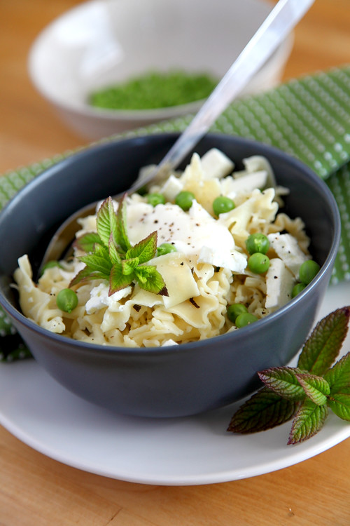 :: Pea Mint and Feta Pasta!