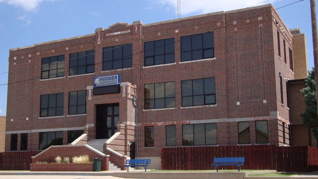 Hooker High School (Hooker, Oklahoma) (courthouselover) Tags: oklahoma  schools ok