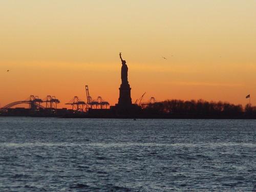New York - Estatua da Liberdade - por do sol