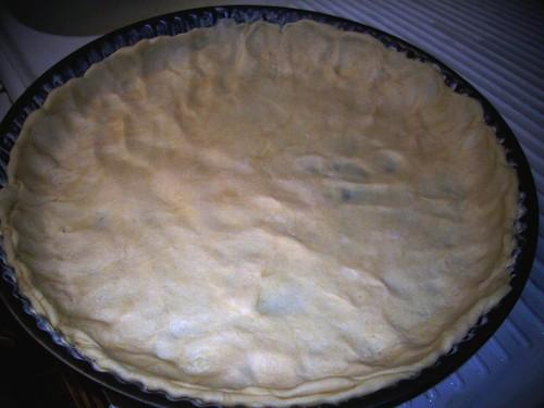 répartir la pâte dans la tourtière