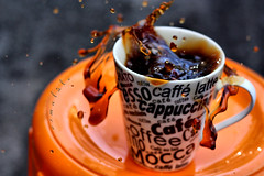 s p l a s h ({esmaLle}) Tags: brown cup tasse coffee caf 50mm explore splash spill cappuccino expresso frontpage kahve spilt mocca damla coppa clup canon450d esmalale blups dkld