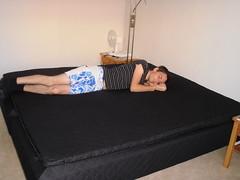 Jag provar den nya sängen.