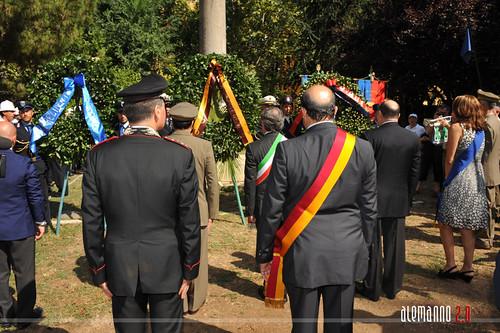 Corona presso il Monumento ai caduti del 19 luglio 1943
