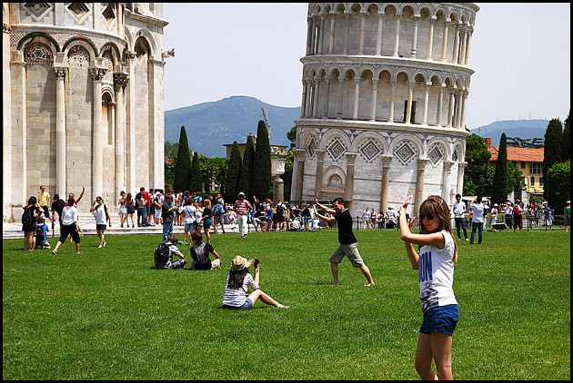 pisa-tourists
