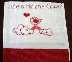 Fralda (Lucia Helena Cesar) Tags: baby rose handmade embroidery rosa cruz bebe toalha menina ponto manta pompom riscos moldes aplique aplicao paninhos flanela enxoval patchcolagem