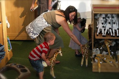 Zedder w Jace porking a giraffe