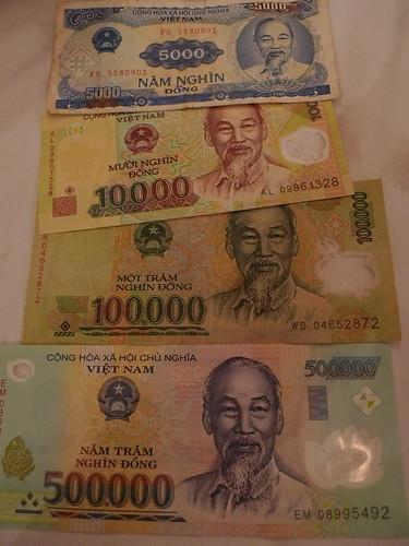 .....面額很大的越南鈔票.....