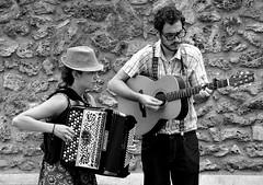 jazz manouche (lachaisetriste) Tags: portrait paris nikon jazz montmartre nb chapeau musique guitare spectacle musicien accordéon d700