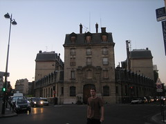 I want that building ! (Ladybadtiming) Tags: street city sky paris guy cars architecture buildings evening 10 empty want huge