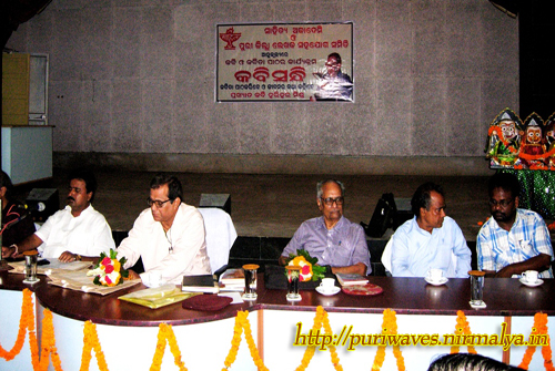 Eminet odia poet read his own composition at collector's conference hall puri