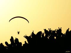 Puesta de sol en El Palmar (Gury Lpez) Tags: sunset contraluz twilight puestadesol silueta ocaso parapente crepsculo chumbera