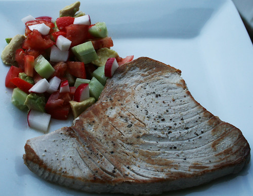 Tuna steak with salsa