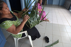 Step 9: Joining the ends (Museum of Samoa) Tags: heritage leaves museum basket coconut traditional steps culture samoa instructions weaving fronds cultural samoan museumofsamoa