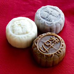 Snowy mooncakes - Sweet Potato and Banana, Sweet Osmanthus and Chestnut and Chocolate and Banana (Pondspider) Tags: china festival hongkong snowy hong kong mooncake midautumn midautumnfestival anneroberts sainthonorecakeshop annecattrell pondspider
