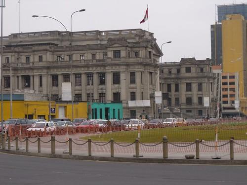 Paseo de Los Héroes Navales y Palacio de Justicia