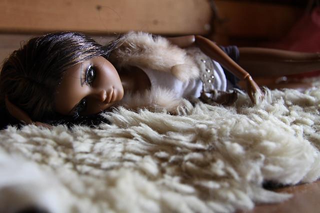 Интересный арт с куклами. 4915873819_e0b9e40f4a_z