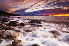 NUPEN [EXPLORED] (~~~johnny~~~) Tags: light sea sky sun shells seascape mountains seaweed water norway clouds norge interestingness interesting movement rocks heaven perspective shell sunny wideangle explore artic midnightsun hoya mark2 wondersofnature nd8 1740mmf4l explored norwegiannature nupen bremnes norsknatur lowandwide articart canoneos5dmarkll johnnymyrenghenriksen leefilters09075softgrads explored48ish themostromaticplaceinnorway