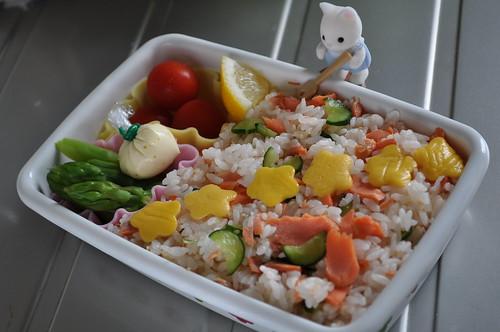 Salmon/cucumber Chirashizushi
