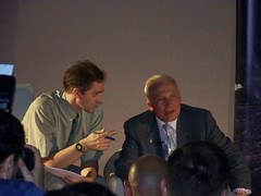 Paolo Attivissimo e Buzz Aldrin (Air Force One) Tags: moon luna amici aq 2010 apollo11 tagliacozzo buzzaldrin moondream avezzano paoloattivissimo terrediconfine cinemamultisalaastra ilcielodiargoli
