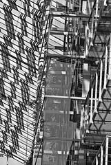 5 - 30 août 2010 Paris La Villette Holiday Inn Express (melina1965) Tags: blackandwhite bw paris reflection reflections nikon iron îledefrance noiretblanc façades august reflet ironwork reflets façade lavillette fer 2010 août ironworks 75019 lightandshade ombreetlumière ferronnerie d80 19èmearrondissement circleofarts